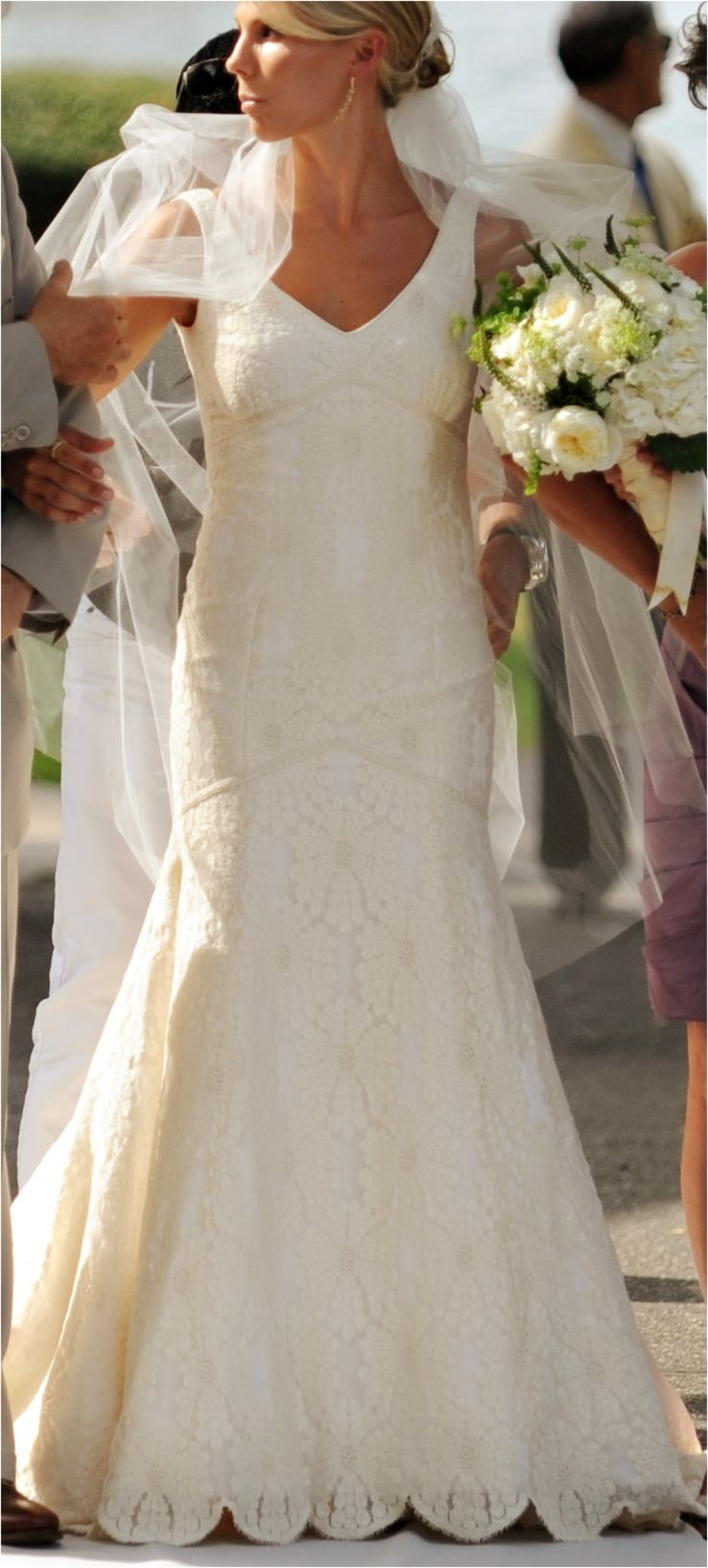 Lace trial fitted dress